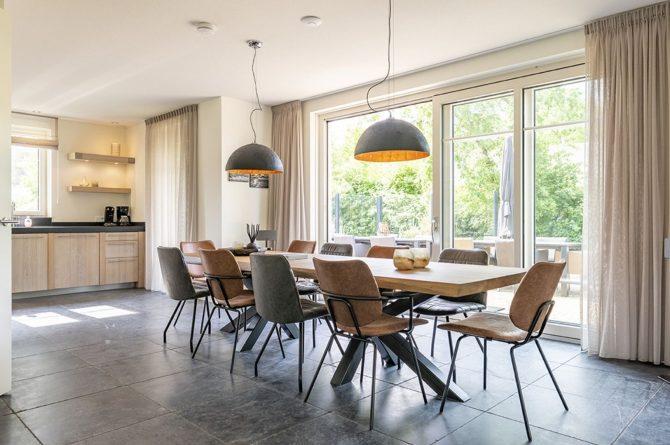 Villapparte-Dutchen-Villa Surf-luxe villa voor 8 personen-Ameland-tegen de duinrand-lichte eetkeuken