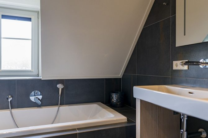 Villapparte-Dutchen-Villa Surf-luxe villa voor 8 personen-Ameland-tegen de duinrand-luxe badkamer