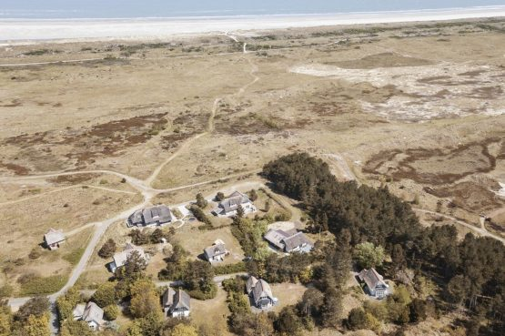 Villapparte-Dutchen-Villa Surf-luxe villa voor 8 personen-Ameland-tegen de duinrand-met drone
