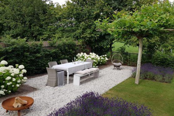 Villapparte-Natuurhuisje-Vakantiehuis Hof van Strijbeek-voor 4 personen-landelijk gelegen in Noord-Brabant-prachtige tuin