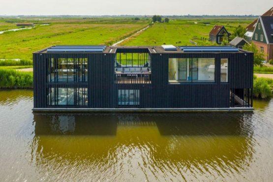 Villapparte-Natuurhuisje-Watervilla Zwarte Zwaan-Oostknollendam-luxe vakantiehuis op het water-6 personen-Zaanstreek-met veel licht