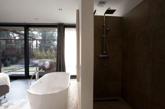 Villapparte-Special Villas-Vakantiehuis Stalen Boshuis-luxe vakantiehuis voor 4 personen-Oosterhout-Noord-Brabant-luxe badkamer