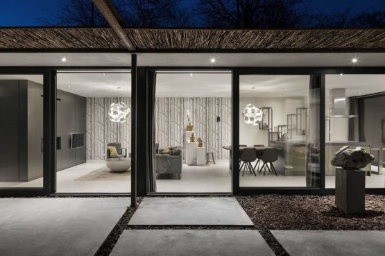 Villapparte-Special Villas-Vakantiehuis Stalen Boshuis-luxe vakantiehuis voor 4 personen-Oosterhout-Noord-Brabant-sfeervol met ramen