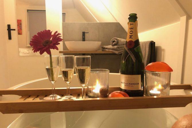 Villapparte-Vakantiehuis Madelief-Onthaasten in de Achterhoek-luxe vakantiehuis-6 personen-met zwembad-romantisch in bad