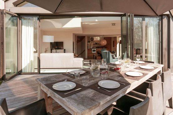 Villapparte-Villa Duynzoom 3-Park Duynzoom-luxe villa voor 8 personen met finse sauna-gezellige eettafel op terras