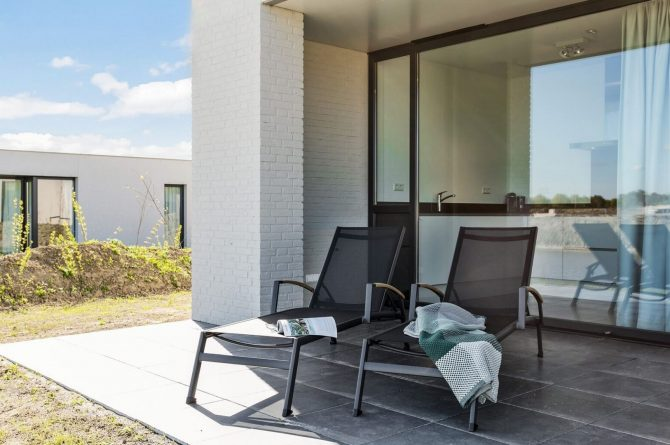 Villapparte-Zandvillas-Vakantievilla Waterlijn 3-luxe vakantiehuis voor 6 personen-Kamperland-Zeeland-ligstoelen