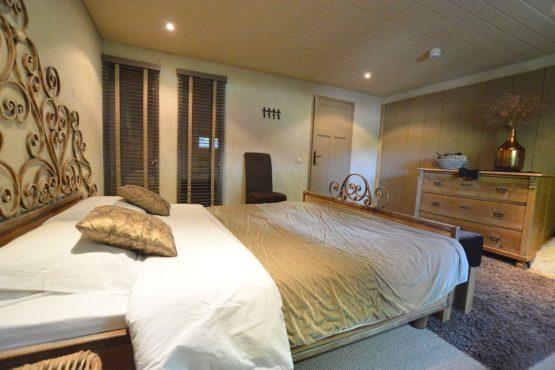 Villapparte-Belvilla-Vakantiehuis La Grande Maison Douce-luxe vakantiehuis voor 16 personen-Alphen-Noord Brabant-prachtige slaapkamer