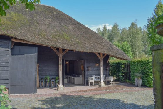 Villapparte-Belvilla-Vakantiehuis La Maison Douce-luxe vakantiehuis voor 10 personen-Alphen-Noord Brabant-overdekt terras