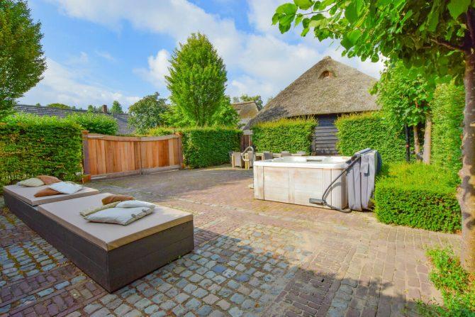 Villapparte-Belvilla-Vakantiehuis La Maison Douce-luxe vakantiehuis voor 10 personen-Alphen-Noord Brabant-ruime tuin met Jacuzzi