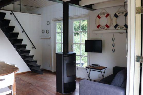 Villapparte-Natuurhuisje 35850-Vakantiehuis het Eiland-Romantisch vakantiehuisje voor 2 personen-Reeuwijkse Plassen-houtkachel
