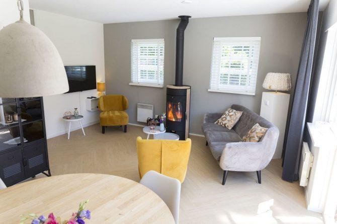 Villapparte-Onthaasten in de Achterhoek-Vakantiehuis de Koolmees-luxe vakantiehuis voor 5 personen-Knusse woonkamer-Gelderland