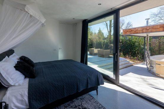 Villapparte-Special Villas-Vakantiehuis Houten Boshuis-luxe vakantiehuis voor 4 personen-Oosterhout-Noord-Brabant-met hottub-romantische slaapkamer