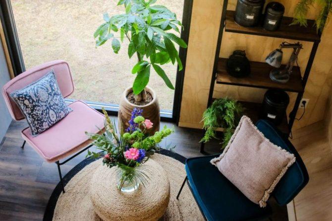 Villapparte-Tiny House Ljeppershiem-duurzaam en knus vakantiehuis voor 2 personen-Friesland-gezellige zithoek