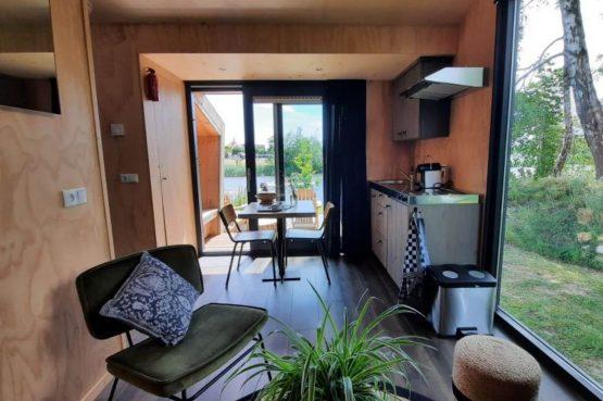Villapparte-Tiny House Ljeppershiem-duurzaam en knus vakantiehuis voor 2 personen-Friesland-knusse inrichting