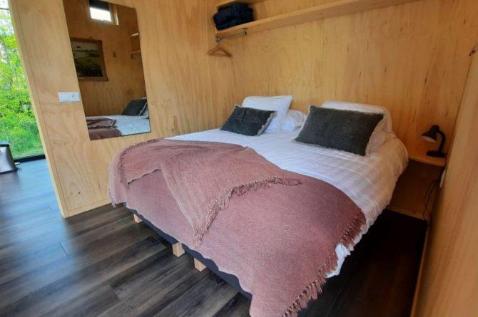 Villapparte-Tiny House Ljeppershiem-duurzaam en knus vakantiehuis voor 2 personen-Friesland-romantische slaapkamer