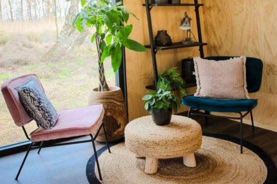 Villapparte-Tiny House Ljeppershiem-duurzaam en knus vakantiehuis voor 2 personen-Friesland-zithoek met uitzicht