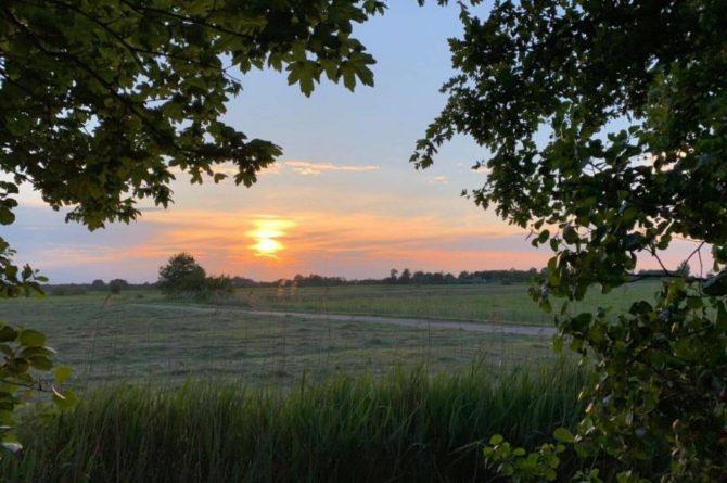 Villapparte-Tiny House Ljeppershiem-duurzaam en knus vakantiehuis voor 2 personen-Friesland-zonsondergang