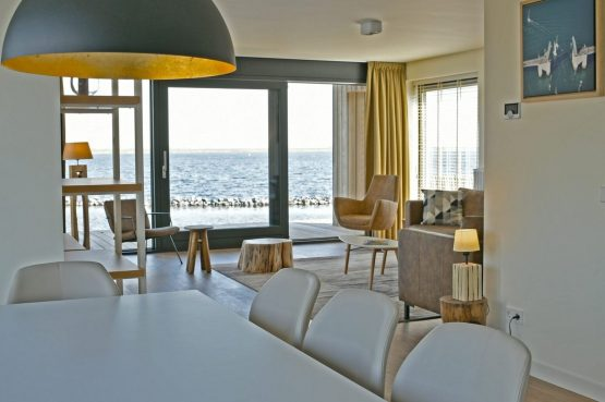 Villapparte-Waterrijk Oesterdam-Villa Oesterdam Deluxe 8-Luxe vakantiehuis voor 8 personen-Zeeland-gezellige eethoek