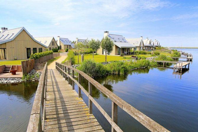 Villapparte-Waterrijk Oesterdam-Villa Oesterdam Deluxe 8-Luxe vakantiehuis voor 8 personen-Zeeland-sommige huizen aan het water