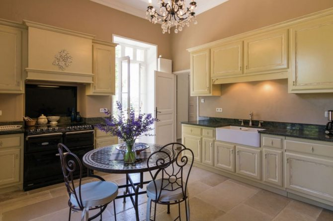 Villapparte-Belvilla-Landhuis La Peyrade Le P'tit chateau-vakantiehuis voor 6 personen met zwembad-klassieke keuken