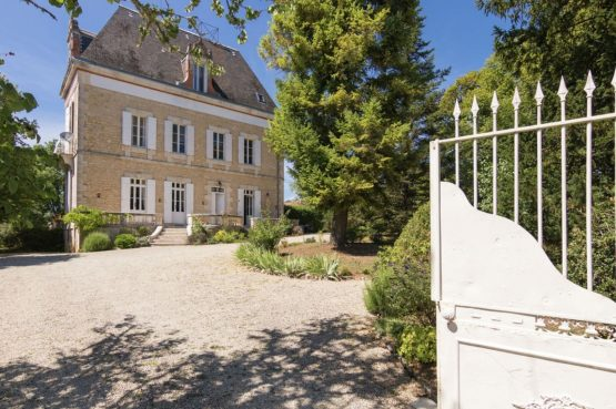 Villapparte-Belvilla-Landhuis La Peyrade Le P'tit chateau-vakantiehuis voor 6 personen met zwembad-romantisch kasteel