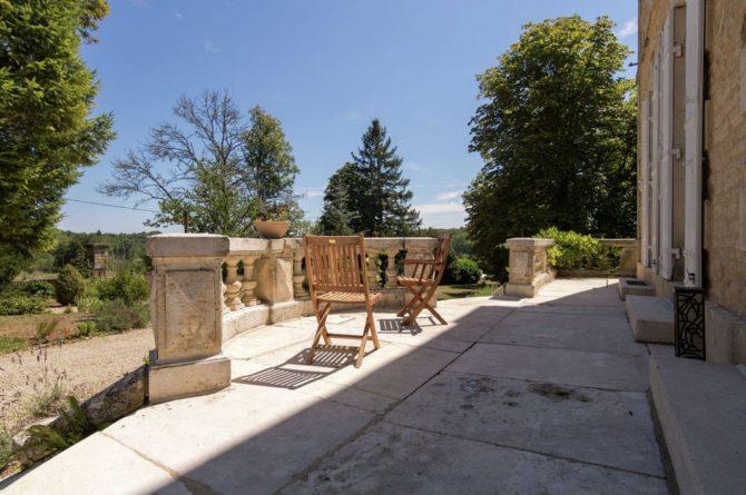 Villapparte-Belvilla-Landhuis La Peyrade Le P'tit chateau-vakantiehuis voor 6 personen met zwembad-romantisch terras