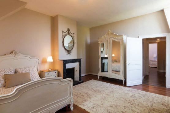 Villapparte-Belvilla-Landhuis La Peyrade Le P'tit chateau-vakantiehuis voor 6 personen met zwembad-romantische slaapkamer