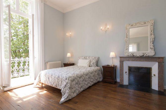 Villapparte-Belvilla-Landhuis La Peyrade Le P'tit chateau-vakantiehuis voor 6 personen met zwembad-romantische slaapkamer-tuindeuren