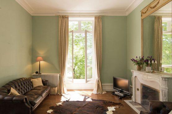 Villapparte-Belvilla-Landhuis La Peyrade Le P'tit chateau-vakantiehuis voor 6 personen met zwembad-romantische woonkamer met openhaard