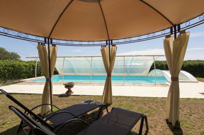 Villapparte-Belvilla-Landhuis La Peyrade Le P'tit chateau-vakantiehuis voor 6 personen met zwembad-zwembad met ligbedden