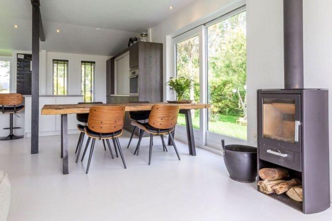 Villapparte-Belvilla-Vakantiehuis Gentiaan aan Zee-luxe vakantiehuis voor 6 personen-Julianadorp-Noord-Holland-knusse eethoek