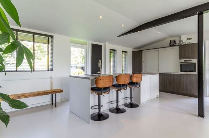 Villapparte-Belvilla-Vakantiehuis Gentiaan aan Zee-luxe vakantiehuis voor 6 personen-Julianadorp-Noord-Holland-luxe keuken met eetbar