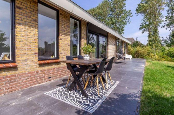 Villapparte-Belvilla-Vakantiehuis Gentiaan aan Zee-luxe vakantiehuis voor 6 personen-Julianadorp-Noord-Holland-zonnig terras