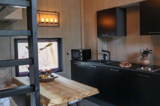 Villapparte-Droomparken-Tiny House Plus De Zanding-gezellig Tiny House voor 4 personen-Otterlo-Veluwe-gezellige eethoek