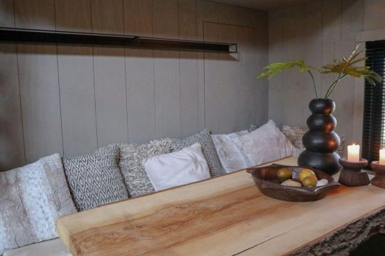 Villapparte-Droomparken-Tiny House Plus De Zanding-gezellig Tiny House voor 4 personen-Otterlo-Veluwe-knusse eethoek