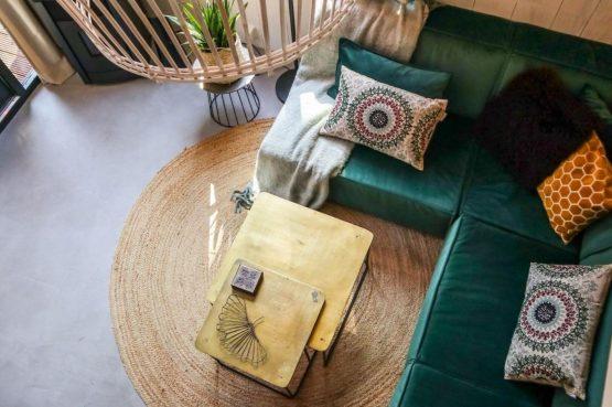Villapparte-Droomparken-Tiny House Plus De Zanding-gezellig Tiny House voor 4 personen-Otterlo-Veluwe-zithoek van boven