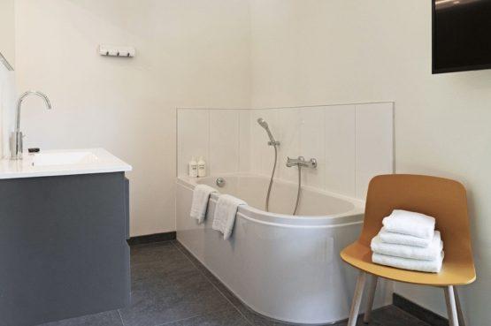 Villapparte-Dutchen-Suitelodge Sauna & Jacuzzi-luxe vakantiehuis voor 4 personen-Gooilanden-luxe badkamer