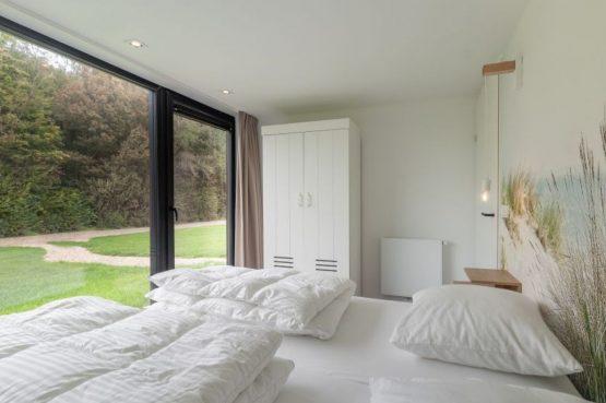Villapparte-Natuurhuisje-Bosvilla Vrouwenpolder-luxe vakantiehuis voor 4 personen-Zeeland-romantische slaapkamer