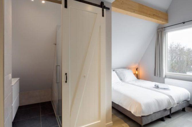 Villapparte-Roompot-Largo-Villa Texel-luxe vakantiehuis-8 personen-De Koog-Texel-slaapkamer met badkamer