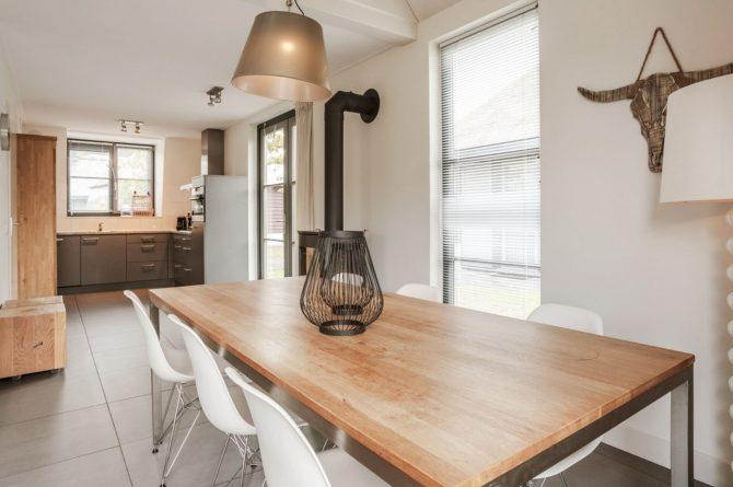 Villapparte-Villa Weideduyn 10-luxe vakantiehuis voor 6 personen met sauna en jacuzzi-Schoorl-Noord-Holland-knusse eethoek