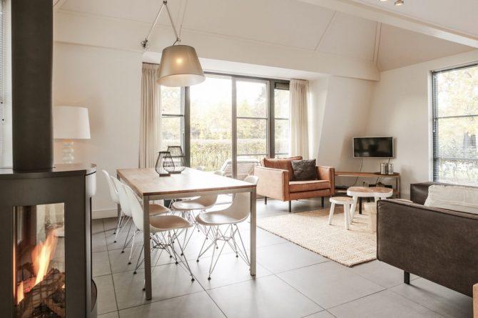 Villapparte-Villa Weideduyn 10-luxe vakantiehuis voor 6 personen met sauna en jacuzzi-Schoorl-Noord-Holland-woonkamer met houtkachel