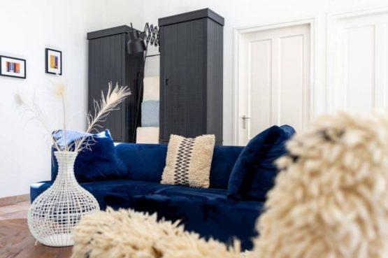 Villapparte-Natuurhuisje 35841-Vakantiehuis Midden in het Bos-romantisch vakantiehuis voor 6 personen-Lage Vuursche-Utrecht-stijlvolle blauwe bank