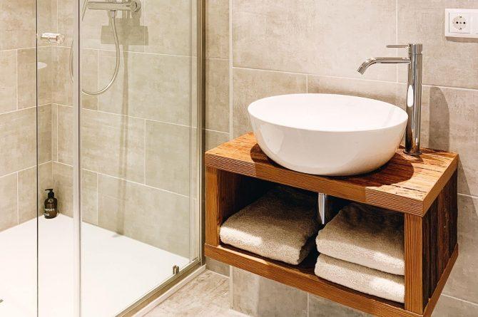 Villapparte-Villa Kraft-Villapparte Select-Unieke appartementen-Bad Gastein-Oostenrijk-luxe douche