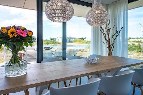 Villapparte-Zandvillas-Vakantievilla Zandbank 12-luxe vakantiehuis voor 8 personen-Kamperland-Zeeland-gezellige eettafel