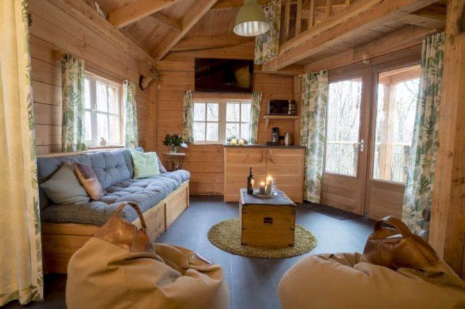 Villapparte-Ardoer-Boomhut XXL-romantische boomhut voor 4 personen-Camping Reeenwissel-Drenthe-knusse woonkamer