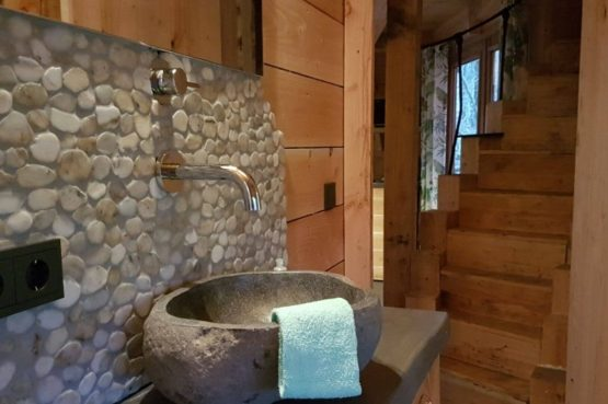 Villapparte-Ardoer-Boomhut XXL-romantische boomhut voor 4 personen-Camping Reeenwissel-Drenthe-luxe badkamer