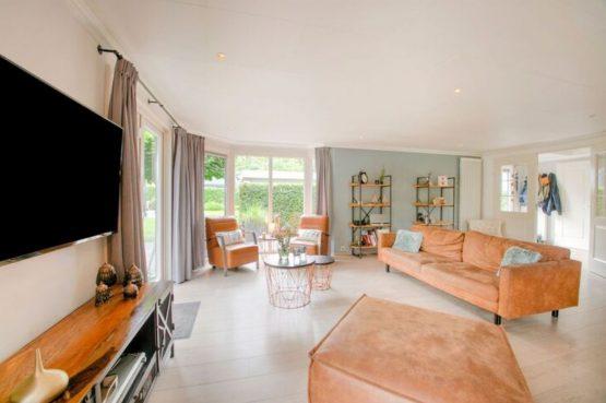 Villapparte-Belvilla-Vakantiehuis Duinvilla-luxe vakantiehuis voor 6 personen-met zwembad-Kaatsheuvel-Noord-Brabant-knusse zithoek
