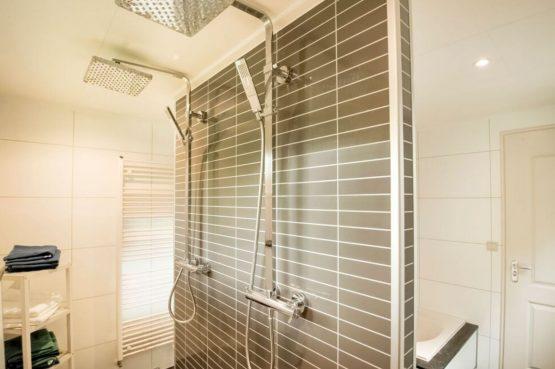 Villapparte-Belvilla-Vakantiehuis Duinvilla-luxe vakantiehuis voor 6 personen-met zwembad-Kaatsheuvel-Noord-Brabant-luxe douche voor 2