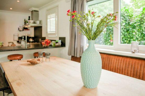 Villapparte-Belvilla-Vakantiehuis Duinvilla-luxe vakantiehuis voor 6 personen-met zwembad-Kaatsheuvel-Noord-Brabant-sfeer eettafel