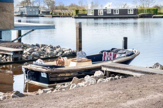 Villapparte-Belvilla-Watervilla de Veenhoop-prachtig vakantiehuis voor 10 personen-Friesland-sloep
